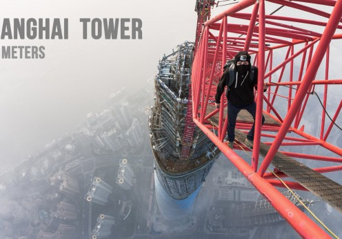 Sărind de pe Shanghai Tower, de la 650 metri