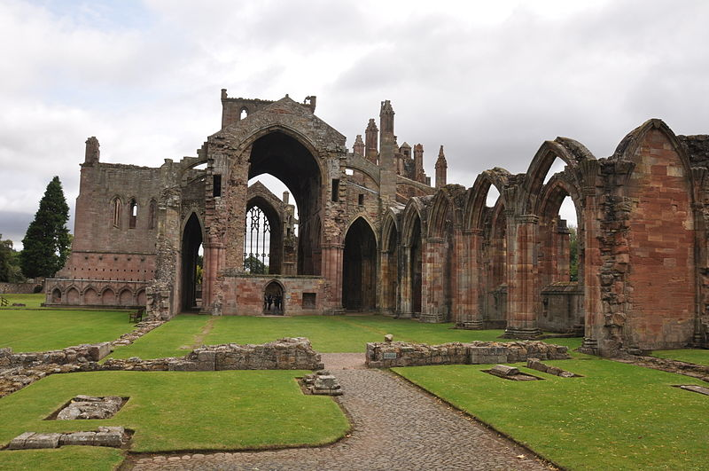 Melrose Abbey foto de The Land sursa Wikipedia
