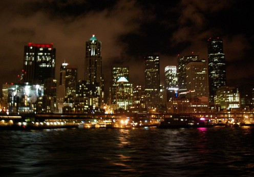 1280px-Seattle_waterfront_at_night