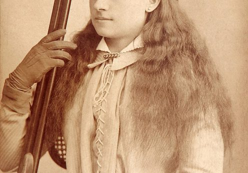 Annie_Oakley_by_Baker's_Art_Gallery_c1880s-crop
