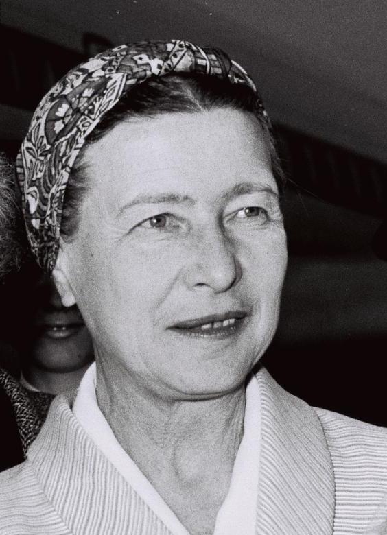 Simone de Beauvoir in 1967. Sursa Crop of File:Flickr - Government Press Office (GPO) - Jean Paul Sartre and Simone De Beauvoir welcomed by Avraham Shlonsky and Leah Goldberg.jpg. Sursa foto Wikipedia.