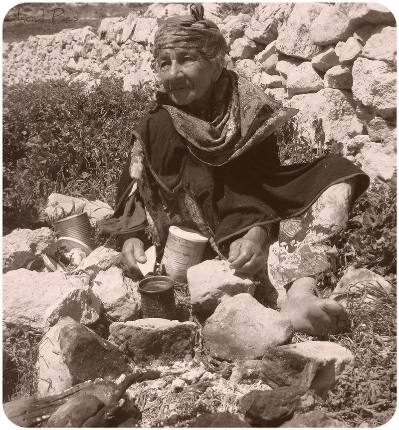 Foto de Blackmysterieux. Femeie Amazigh, Algeria, 2012, sursă Wikipedia.
