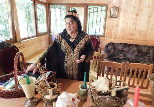 DSCN1308 Regina Magiei Albe Maria Câmpina,