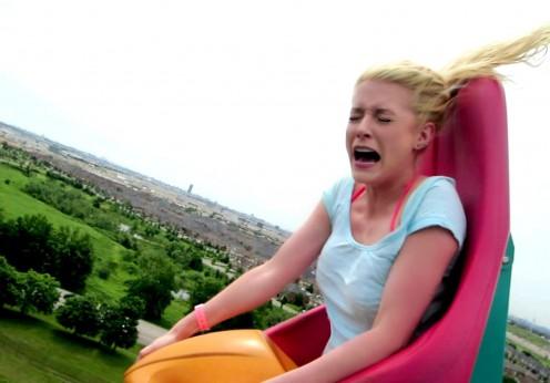 Adrenalină la maxim cu o blondă